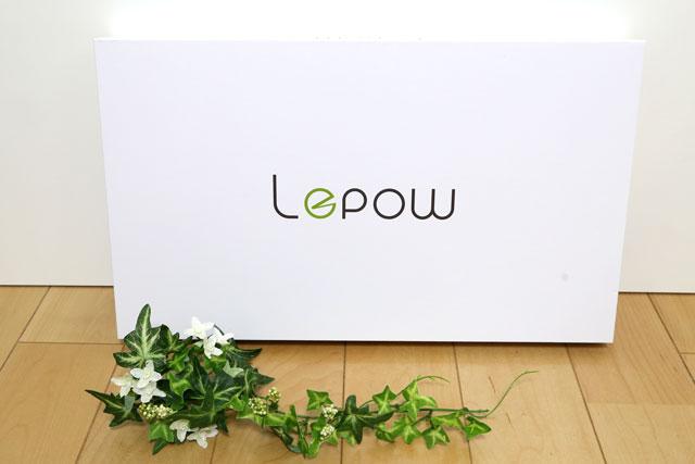 Lepow z1(Lepowz1)のパッケージ。真っ白の化粧箱にスタイリッシュなロゴがデザインされています。