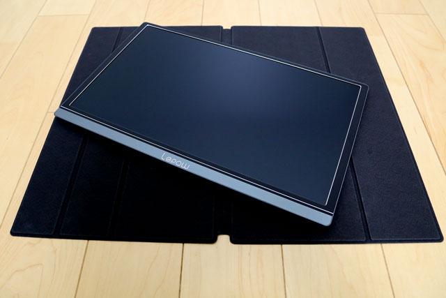 Lepow z1(Lepowz1)のカバーと本体です。カバーは横置き用のモニタスタンドとして利用できます。