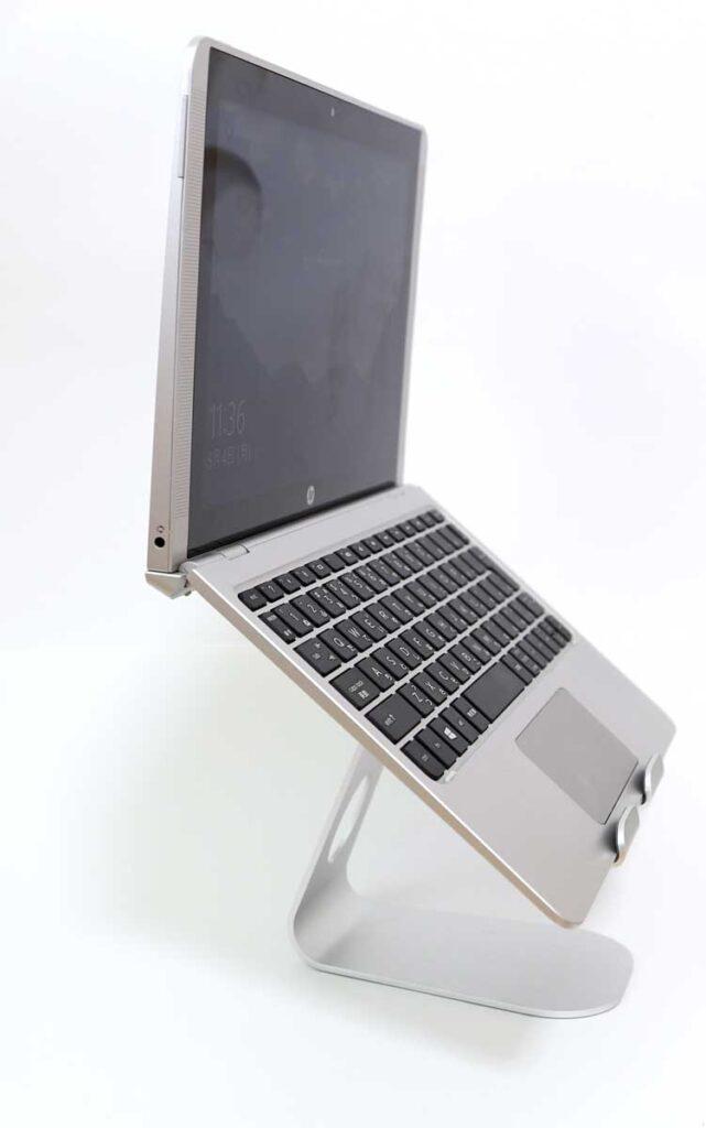 10インチ程度のノートパソコンも何とか