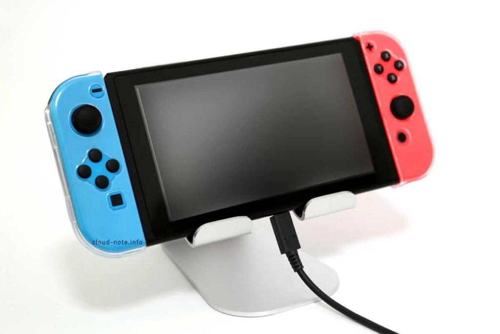 Nintendo Switch(ニンテンドースイッチ)を充電しながらスタンドを利用できる