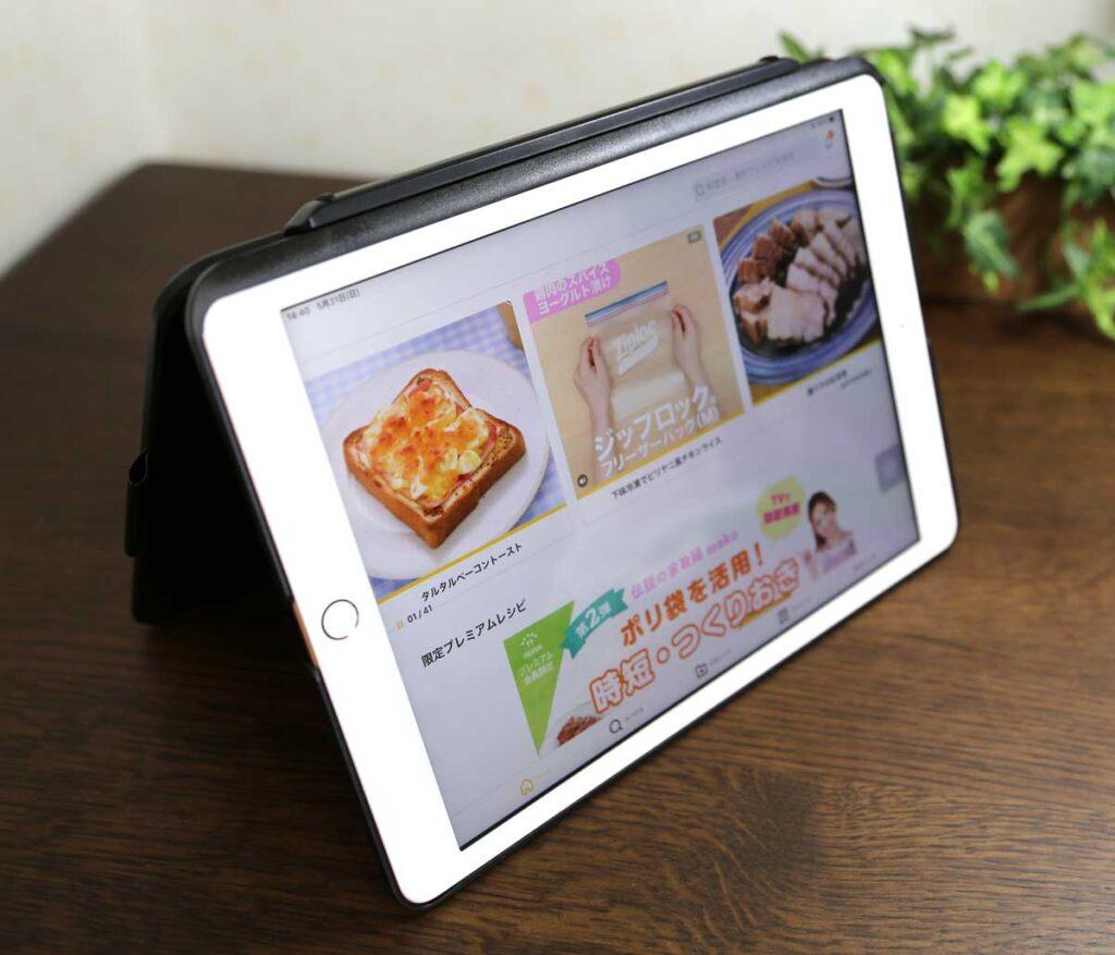 iPad 10.2 キーボード ケース第7世代2019モデル Bluetoothキーボードカバー343 DIY/七色バックライト付き オートスリープ機能 ペンシルホルダー付き ワイヤレス 一体型脱着式スマート軽量ケースキーボード [ iPad 10.2/iPad Air3/Pro 10.5(2017)兼用] テントモードの利用