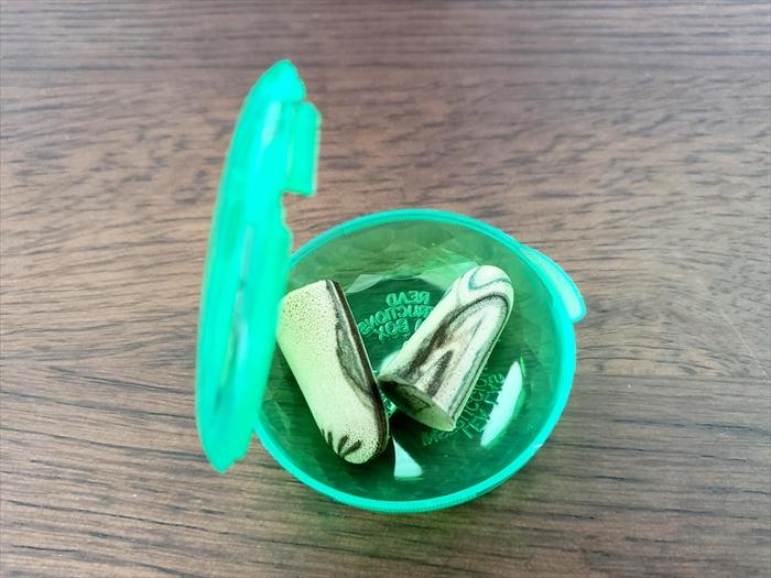 MOLDEX耳栓ケースに耳栓を入れたところ