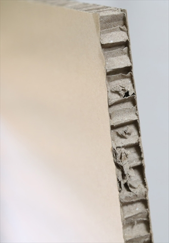 スタンディングデスク「FlexiSpot E6シリーズ」の分厚い緩衝材