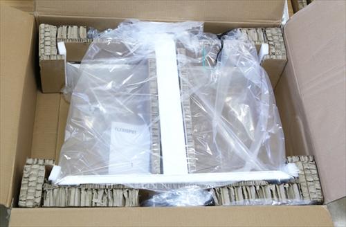 電動昇降スタンディングデスク「FlexiSpot E6シリーズ」の脚部分の梱包を開封