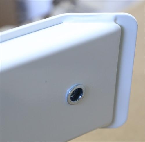 昇降式電動スタンディングデスク「FlexiSpot E6シリーズ」の高さ調節アジャスターを取り外したところ