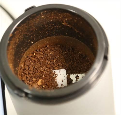 電動コーヒーミルで10秒間粉砕した様子