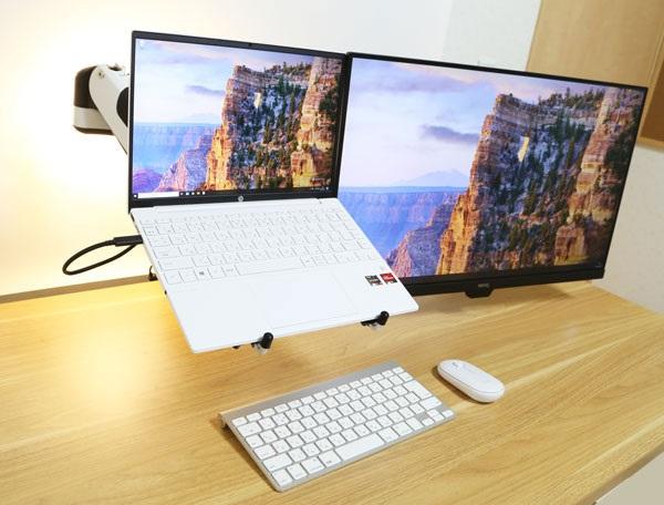 デュアルモニターアームを使ってノートパソコンを設置